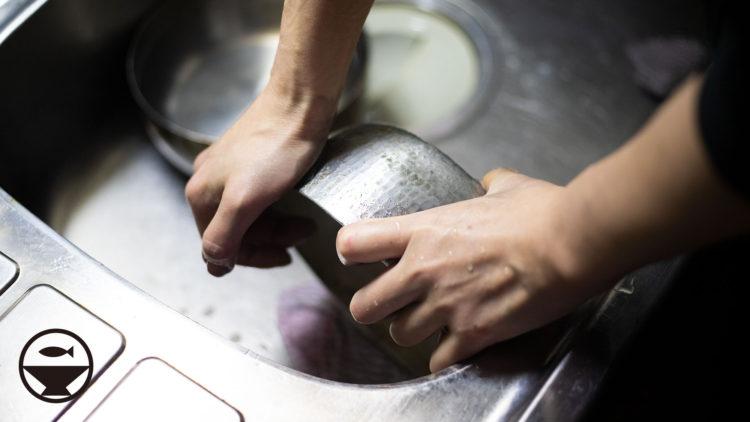 やっとこ鍋磨き