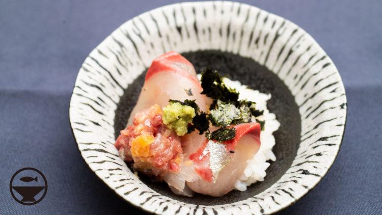 シマアジの刺身となめろうの豆鉢